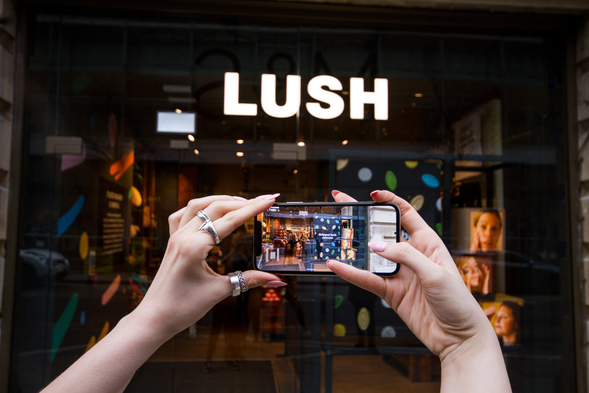Tech Trends Lush Handmade Cosmetics Digital Naked Cosmetics Plastic Free Technology VR Consultancy